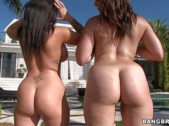 Jenna Presley and Bella Foxx are frolicsome fruity women nigh